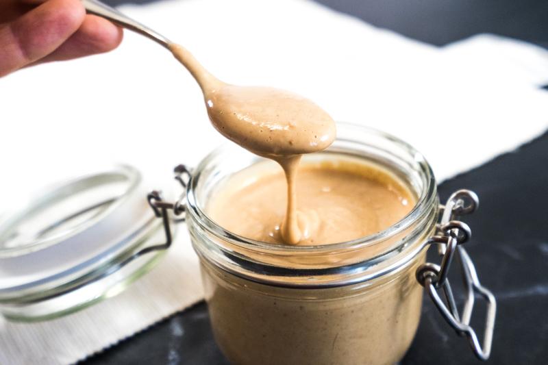 Gesunde Salted Caramel-Soße
